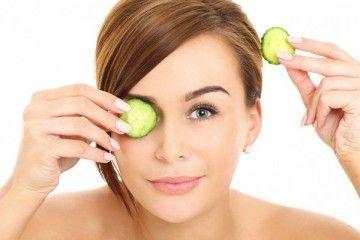 Як доглядати за шкірою навколо очей за допомогою масок?