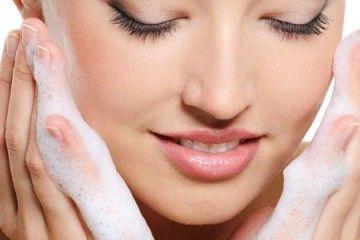 Мило від прищів на обличчі: чим краще вмиватися при проблемній шкірі?