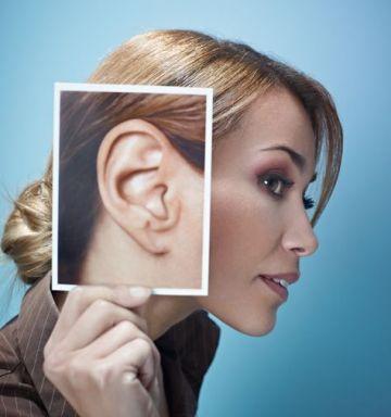 Прищ в вусі: причини, симптоми і методи лікування