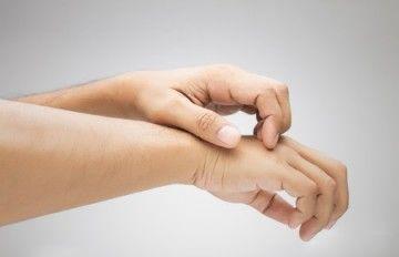 Прищі на пальцях рук: причини появи і методи боротьби