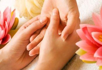 Тріскається шкіра навколо нігтів - проблема, що вимагає уваги
